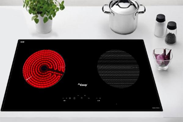 Bảng điều khiển cảm ứng của bếp điệntừ Canzy khá đơn giản, phù hợp với cả người già và trẻ em.