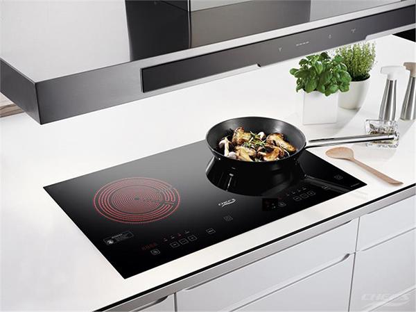 Hầu hết các dòng bếp điệntừ của Chefs đều sử dụng mặt kính Schott- nhập khẩu nguyên tấm của Đức