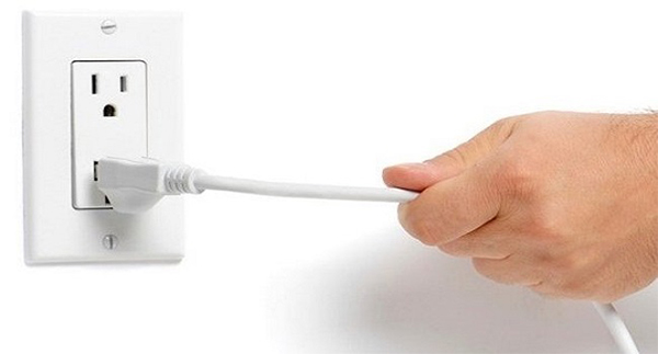 Nếu bếp từ của bạn không thể ấn cả nút Power và không có điện, đây là lúc bạn nên kiểm tra nguồn điện vào bếp